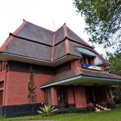 Villa Merah on Jalan Ganesha built around 1922