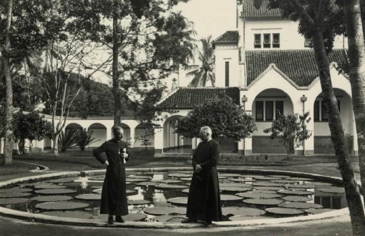 Pater Jezuiten,Moentilan 1930